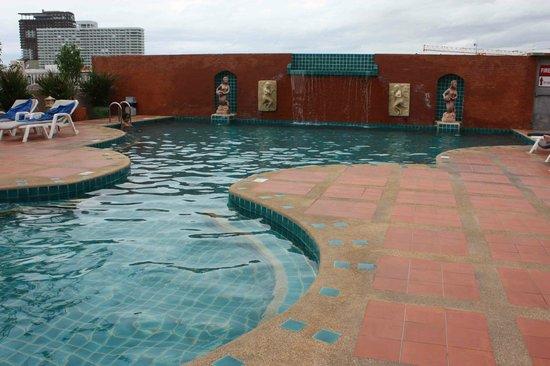 Pattaya Bay Resort : Rooftop Pool