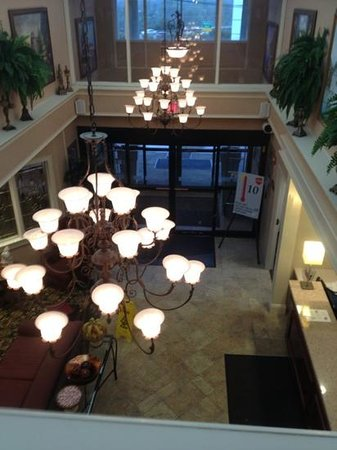Holiday Inn Express Sharon/Hermitage: lobby view from second floor