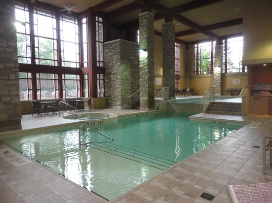 Room picture of doubletree fallsview resort spa by for Pool spa show niagara falls