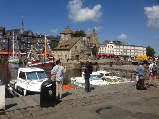 La Closerie Honfleur : Lovely harbour front