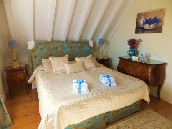 Bed and Breakfast Villa Mira Longa: Another of the Uniquely decorated rooms.