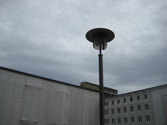 Gedenkstätte Normannenstraße (Stasi-Museum): Voormalig Stasi-terrein: nog steeds rauw, grauw en somber.