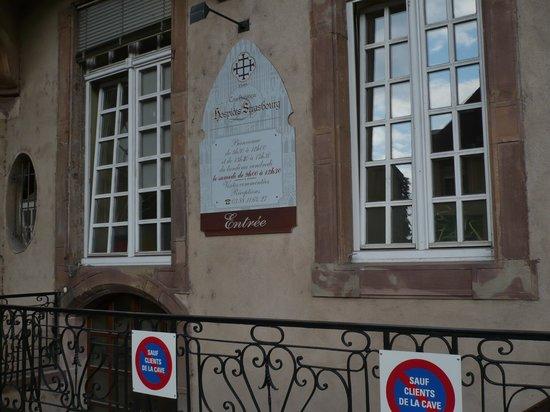 Cave historique des hospices civils de Strasbourg : Look for this sign!