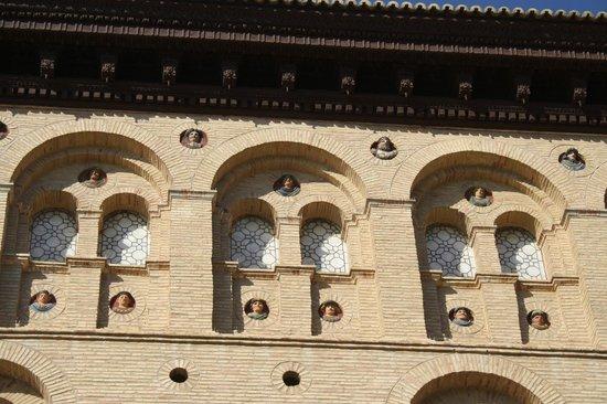 La Lonja: particolare della facciata