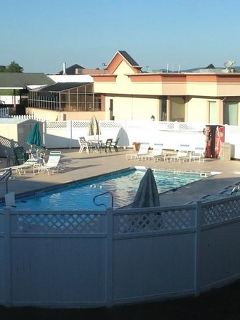 Motel 6 Chambersburg: pool view