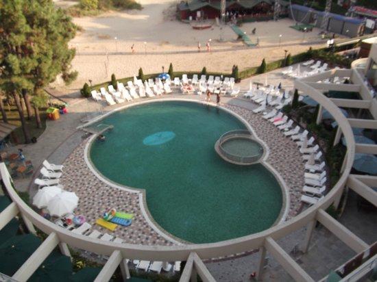 Jeravi Hotel : pool from panorama bar