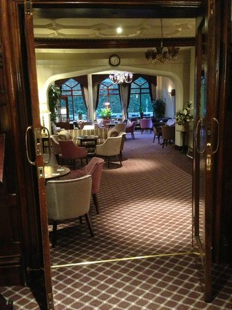 Oakwood Hall Hotel: Bar, looking from reception.