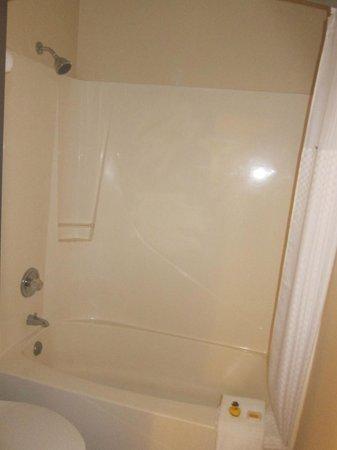 Days Inn & Suites Gunnison : Bathroom