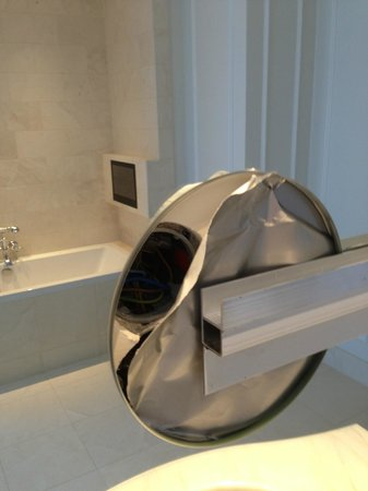 Hotel D'Angleterre: Hole in the wall + nice metal bars that the missing mirror insert goes into...