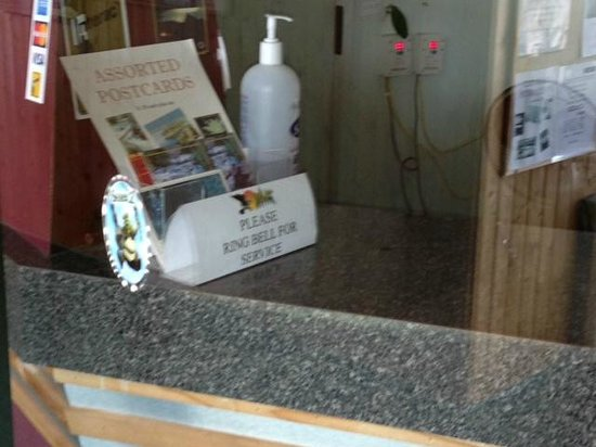 Falcon Lake Hotel: Sign for the bell, bell also behind glass