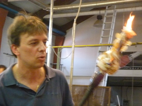Nuova Venier Glassworks: a craftsman at work