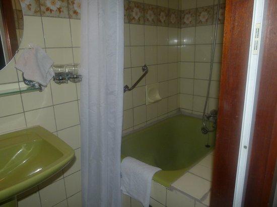 Kleine Badkamer Compleet ~ badkamer klein maar compleet  Foto van Rostune Hotel, Sijsele