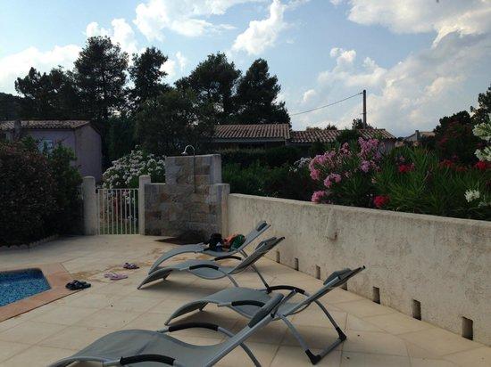 Residence Pino d'Oru : villino dalla piscina