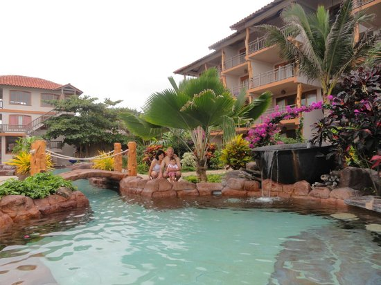 Canoa Beach Hotel: Disfrutando la piscina