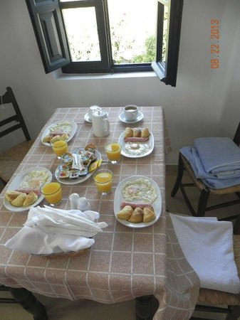 Anthonas Apartments: Breakfast