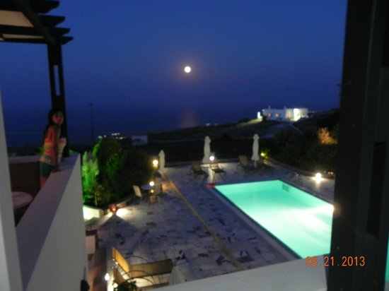 Anthonas Apartments: Night by the balcony