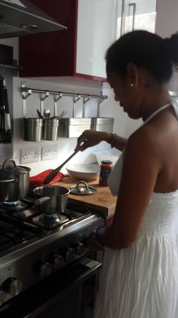 Two Pillows Boutique Hostel : cooking pasta for our lunch