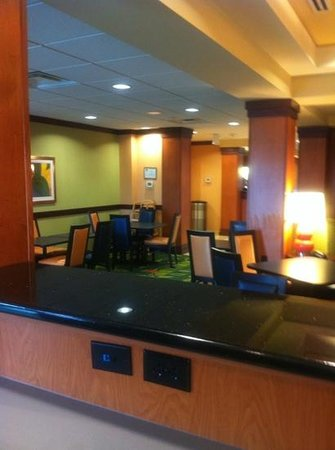 Fairfield Inn & Suites Buffalo Airport : breakfast area