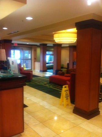 Fairfield Inn & Suites Buffalo Airport : lobby clean and welcoming
