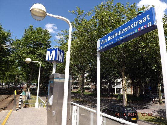 Holiday Inn Express Amsterdam - South: the tram stop