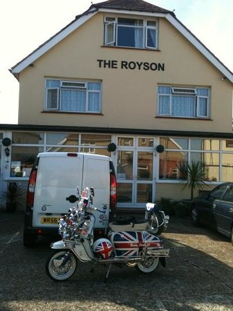 The Royson GuestHouse: ready steady go go go to this superb place