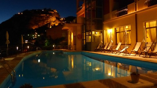 Sole Castello: Pool at night