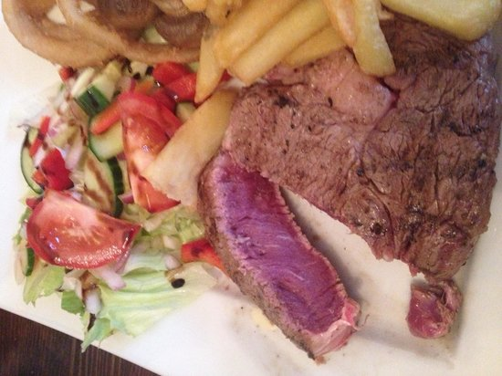 Cattlemans Steakhouse: This is what a blue steak should look like!