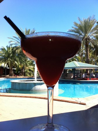 Mercure Alice Springs Resort: cocktail next to the swimmingpool