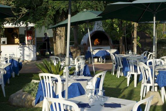 Hotel Tirrena : PIZZA PARTY BORDO PISCINA