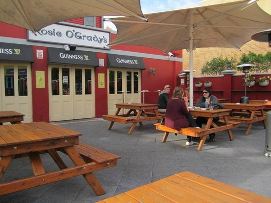 Federal Boutique Hotel: Outdoor dining/drinking area