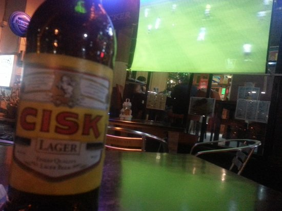 Knickerbocker Restaurant : Cold beer on a warm evening while watching the football outdoors. heaven