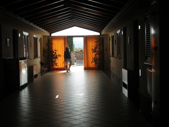 Valle Del Subasio : corridoio appartamenti