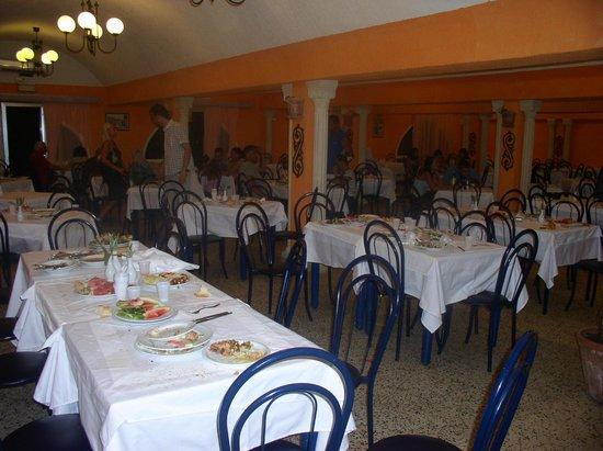 Sun Holiday Beach Club: Dining hall