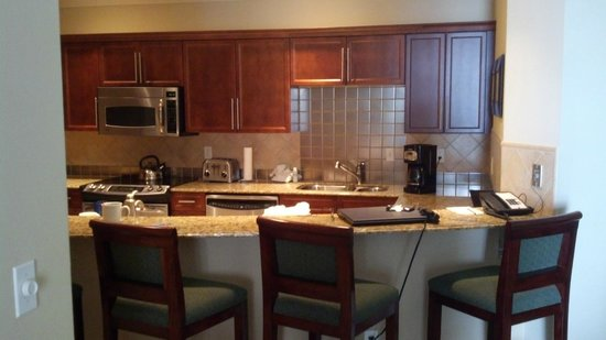 Emerald Grande at HarborWalk Village: Kitchen area in 2BR suite