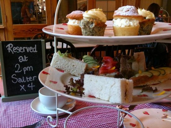 Chessell Pottery Barns: Cakes! Sandwiches! (Well, some of them... We couldn't wait)