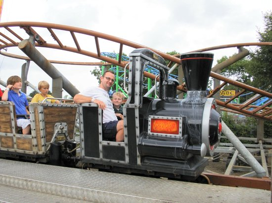 M & D's Scotlands Theme Park: Runaway Train