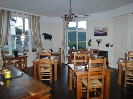 Castle Hill Guest House: dining room