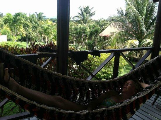 Windy Hill Resort: Hammock on front porch