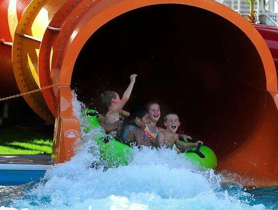 Waylon's Water World: fun times