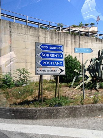 Leisure Italy - Tours : Street sign
