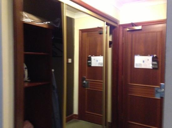 The Victoria Hotel: nice big wardrobe