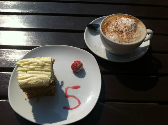 Number 5 Coffee House: Cappuccino & Carrot Cake - Heaven!