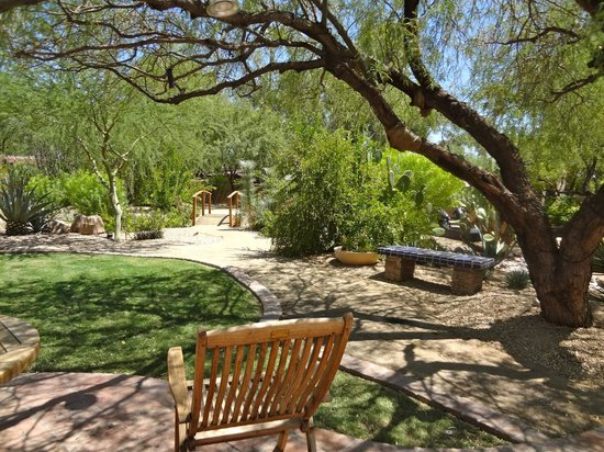 Hermosa Inn: beautiful little areas to sit and relax
