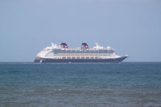 Cape Winds Resort: Disney boat passing in front of unit.
