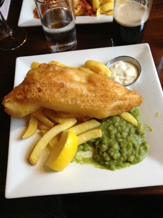 Orchard Lodge B&B: Fish, Chips and Mushy Peas at Napoleon's