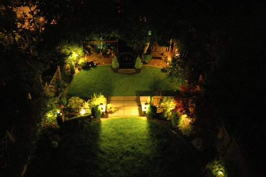 The Victorian Town House: Nightime view of the garden