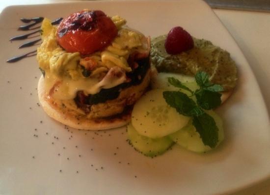 scramble eggs with spinach and avogado creme