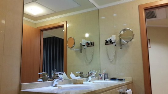 Hotel II Castillas: Раковина