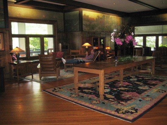 Roycroft Inn: The drawing room