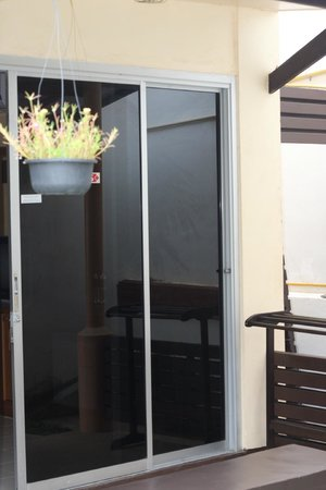 Rico's Bungalows : Окно-дверь, терраса